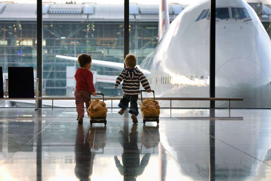 Новые семейные правила: Детей позволяют вывозить за границу без согласия второго родителя