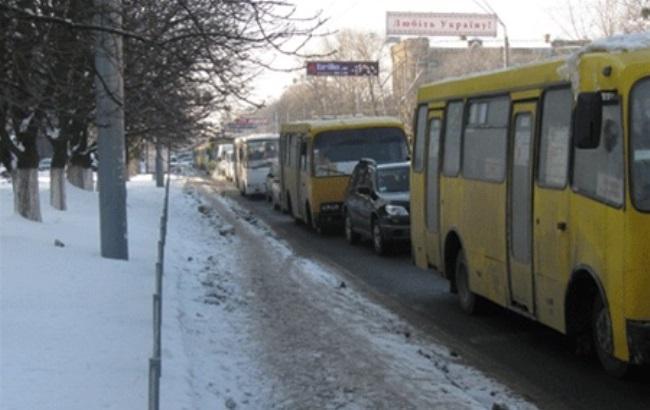 «Можно отхватить в табло»: Сеть разгневала маршрутка без тормозов, которая ездит по улицам столицы