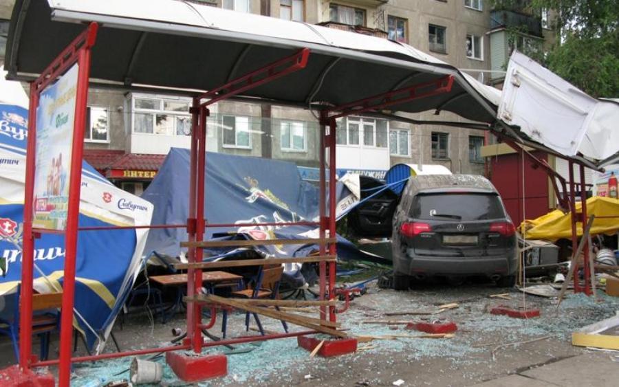 Как в случае с Зайцевой: Авто снесло остановку с людьми