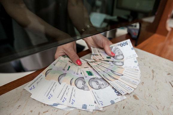 Чьи деньги пересчитают или кого из украинцев заставят декларировать доходы