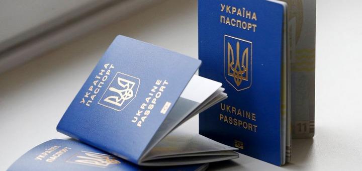 «10 тысяч за биометрику»: На Львовщине требовали взятку за изготовление паспорта