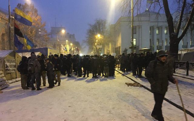 В Киеве из палаточного городка вывезли труп: появились первые кадры