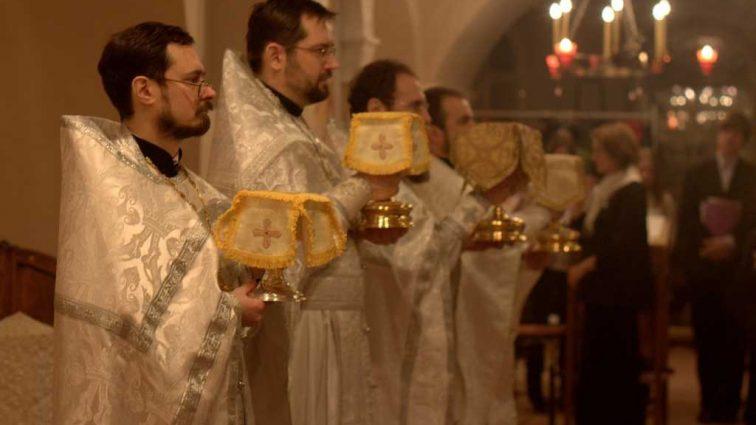 «Мы имеем два рождественских дня…»: Священник резко высказался на счет празднования 25 декабря и 7 января