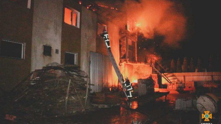 «Спасатели выносили детей на руках» В Тернополе вспыхнула детская больница, есть пострадавшие