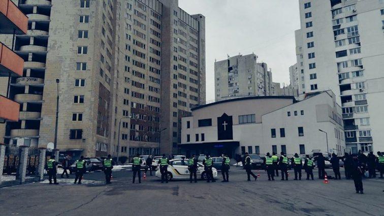 «Есть такой предмет как две сис*ки»: На суде над Януковичем охрана заставила женщин раздеваться