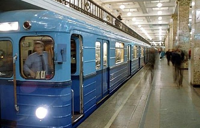 Издевался более 10 минут: Мужчина изнасиловал 12-летнюю девочку прямо в вагоне метро