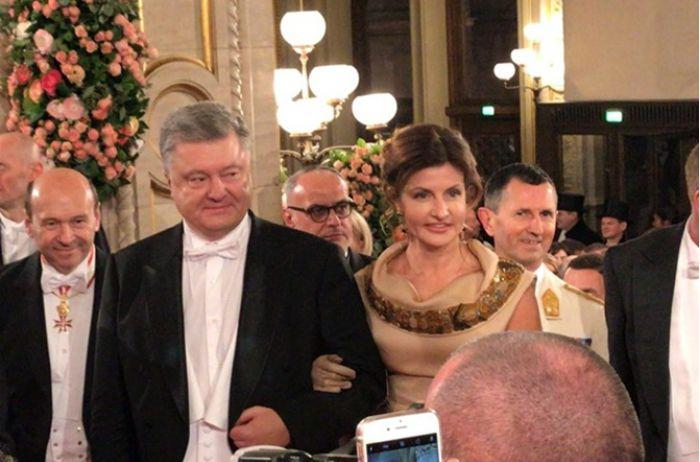 «Королевские хоромы!»: В Сети показали фото номера отеля в Вене, в котором остановился Порошенко
