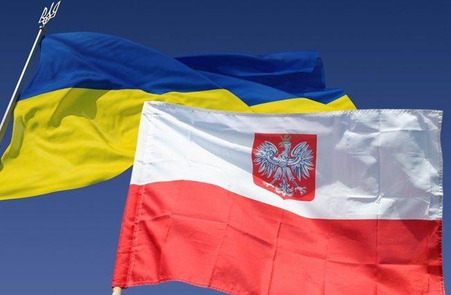 Хочешь жить и работать в Польше? Украинцев, которые хотят получить карту поляка, спрашивают о Бандере — подробности