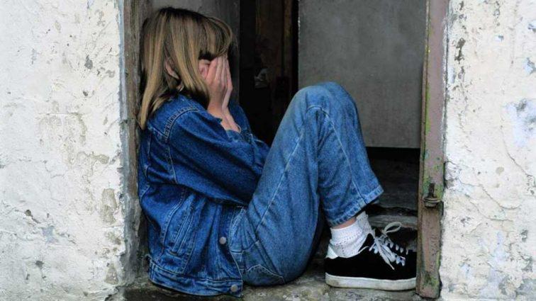 «Этот ребенок этого уже не забудет и пронесет эту боль»: Любовник жестоко изнасиловал 10-летнюю девочку, пока мамы не было дома