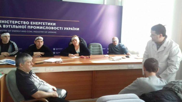«Значительно ухудшилось здоровье…»: Чиновники 5-ый день игнорируют голодающих в здании Министерства шахтеров