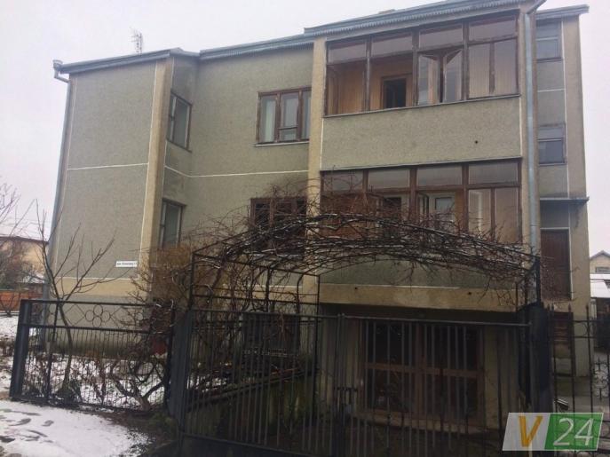 Тело нашли на кухне: Появились подробности гибели жены луцкого ректора