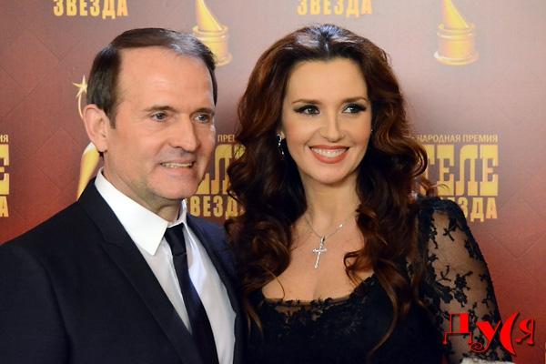 «Виктор с лишними килограммами и Оксана без впечатляющего декольте» А вы видели свадебные фото Медведчука и Марченко, просто не узнать
