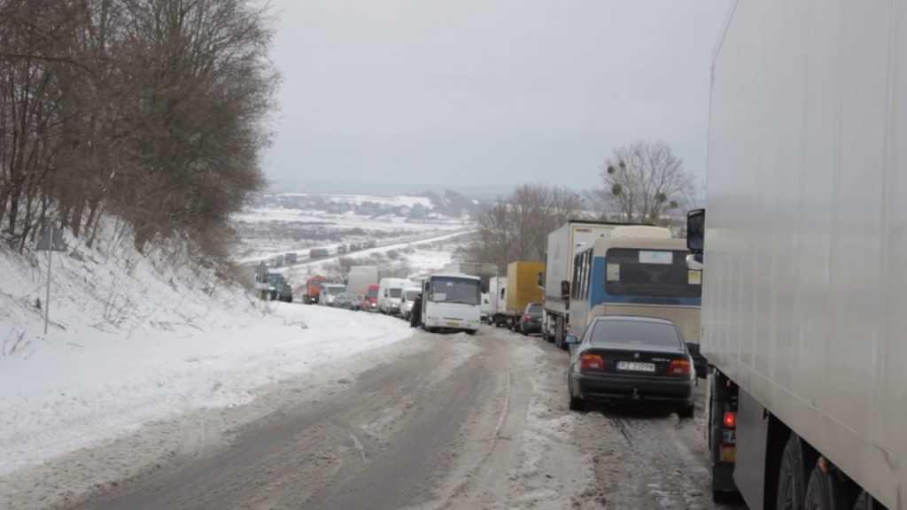 На Львовщине перед пунктами пропуска собралась очередь из 390 автомобилей