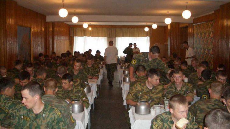«Президент или в схеме, или его никто не боится»: Почему армию и до сих пор продолжает «кормить» человек Януковича