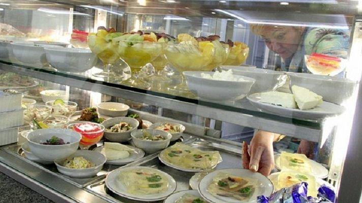 «Сегодня я спас ей жизнь»: В столовой Верховной Рады нардепка чуть не съела десерт с…
