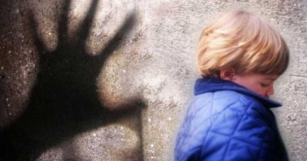 «Это животное задержано»: Отец в течение двух лет насиловал своих двух сыновей