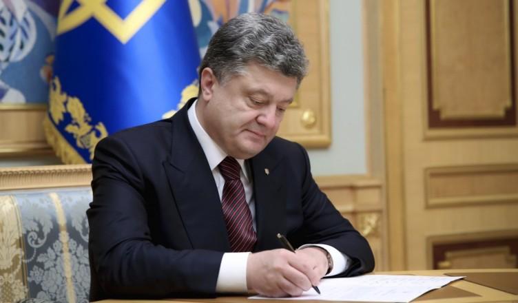 Порошенко подписал важный закон, вокруг которого было много шума и скандалов