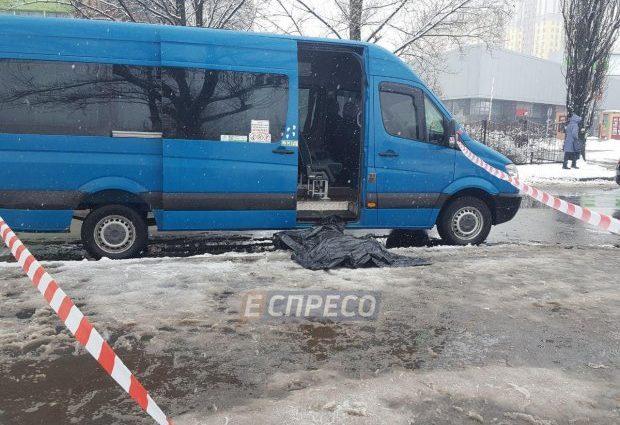 «Сделал замечание»: В Киеве в очереди на маршрутку зарезали мужчину