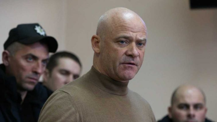 «Обязал отпустить в зале суда»: Мэра Труханова отпустили на поруки известного нардепа
