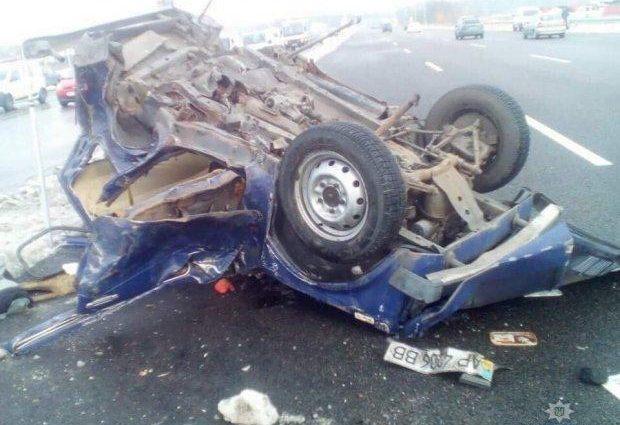 «От машины почти ничего не осталось»: Микроавтобус со школьниками попал в страшное ДТП, есть жертвы