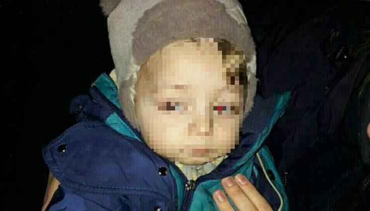 «В легкой одежде и в мокрых сапогах на морозе»: Полицейские спасли мальчика, мама которого загуляла 14 февраля