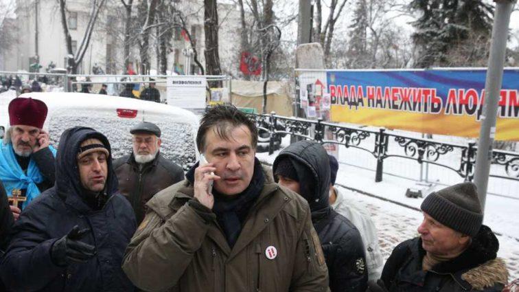 «В шлемах, бронежилетах с автоматами»: Очевидцы рассказали о попытке похищения Саакашвили