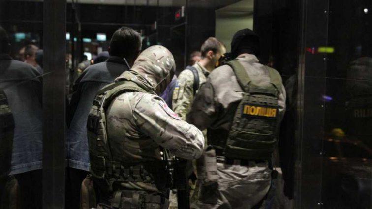 «Хотели выломать двери» — Силовики пытаются захватить известную украинскую редакцию