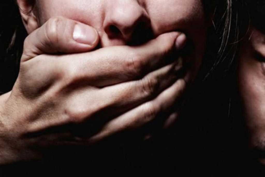 Серийный насильник заставлял несовершеннолетних девушек подписать контракт своей кровью, а затем…