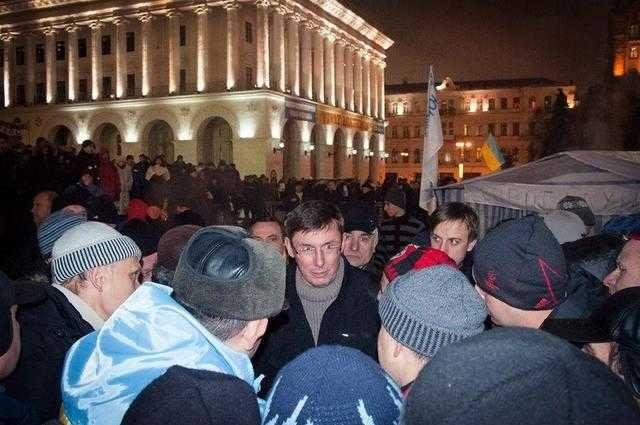 «Разносил бронежилеты на Майдане и …»: Новое заявление Луценко ошеломило украинцев