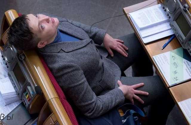 «В Нади снова отходняк. Тяжело ей»: Савченко снова насмешила украинцев странным поведением в Раде