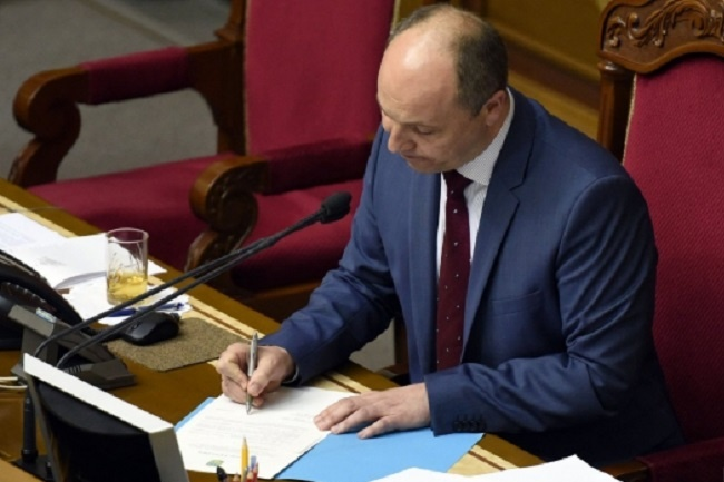 Наконец окончательно решили! Парубий подписал закон, принятие которого ждут все украинцы. Неужели все изменится?