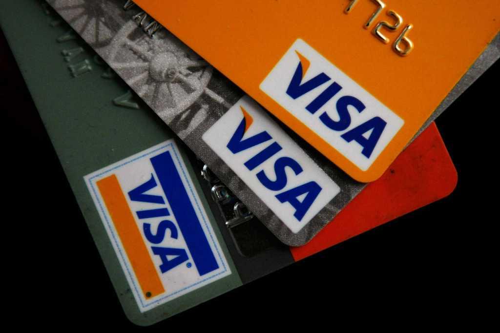 Крупный банк заблокировал карточки VISA: Что нужно знать и делать украинском