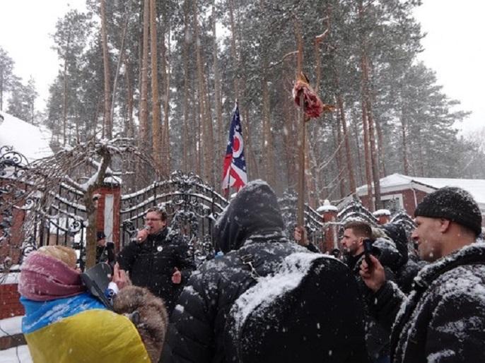 «Подбежали сопровождающие Виталича и начали бить …»: Стало известно чем закончился вчерашний митинг возле дома Луценко