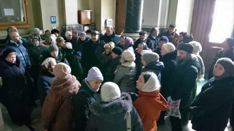 «Поджог был преднамеренный»: Прихожане сгоревшей церкви во Львове устроили пикет и рассказали, что произошло на самом деле