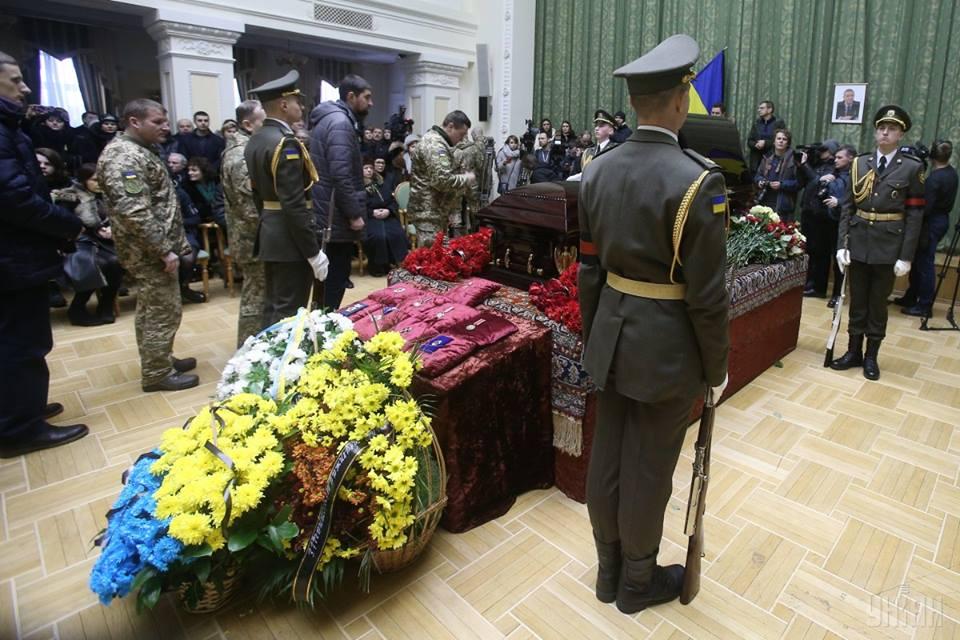 Был и президент, и мэр, и министры: В Киеве состоялось прощание с Леонидом Каденюком
