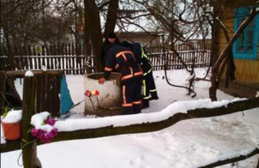 «Из-за неосторожности упал в воду»: В Ровенской области в колодце утонул мужчина