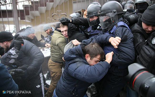 Суд над Трухановым Под зданием суда проходят массовые беспорядки, первые подробности