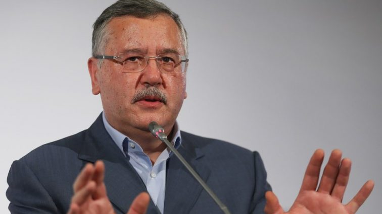 «Вместо Януковича лупил бы по людям из танков и пулеметов»: Гриценко рассказал о Порошенко скандальную информацию