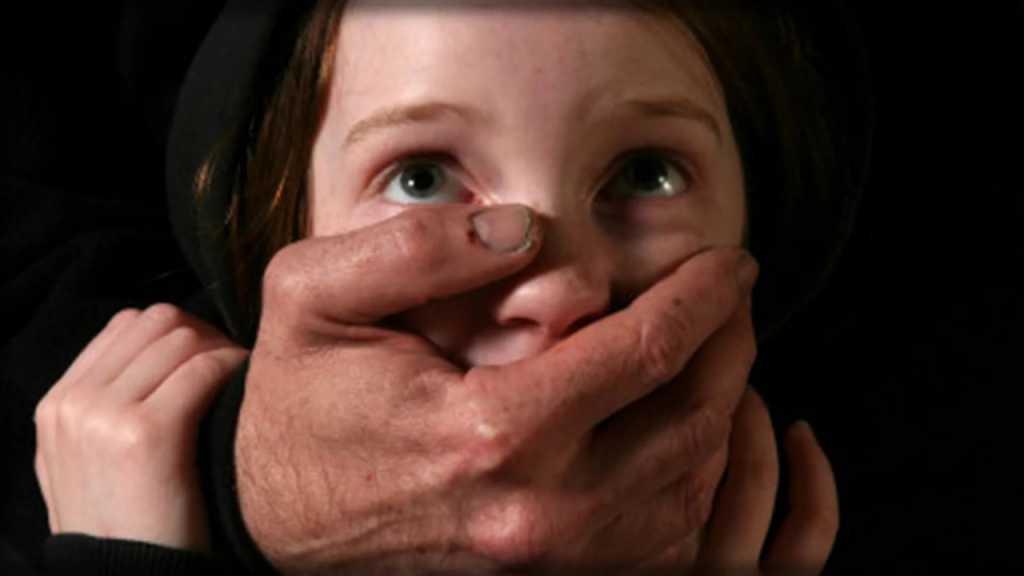«Затянул в подъезд, снял белье и стал облизывать …»: В Запорожье насильник напал на маленькую школьницу