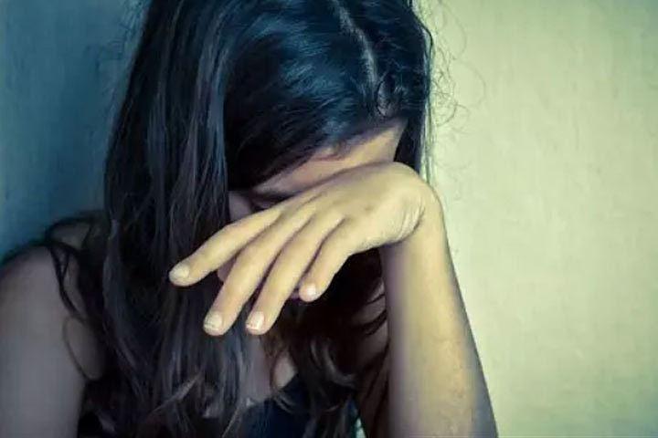 «Пыталась соблазнить в течение …»: Учительница призналась в сексуальных домогательствах 13-летней