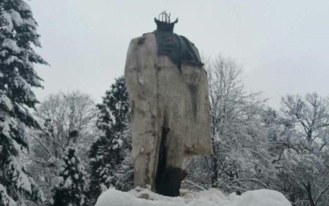 На Львовщине неизвестные «обезглавили» памятник Шевченко