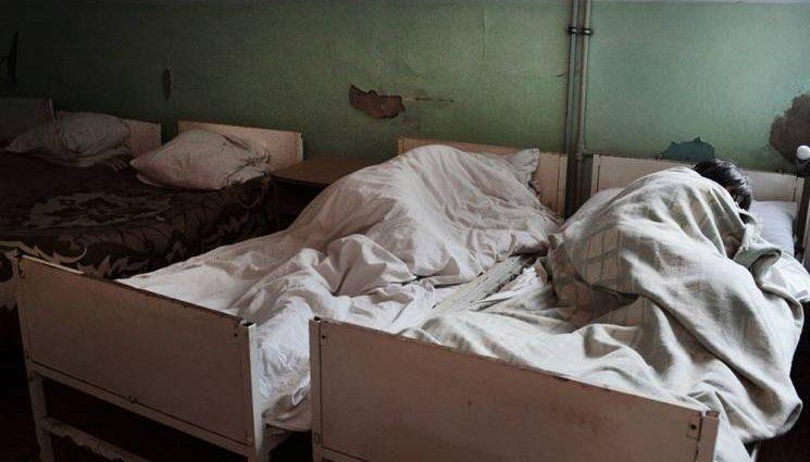 «Санитарки ей сломали руки»: Стали известны ужасные подробности о нечеловеческих издевательствах медиков над пациентами