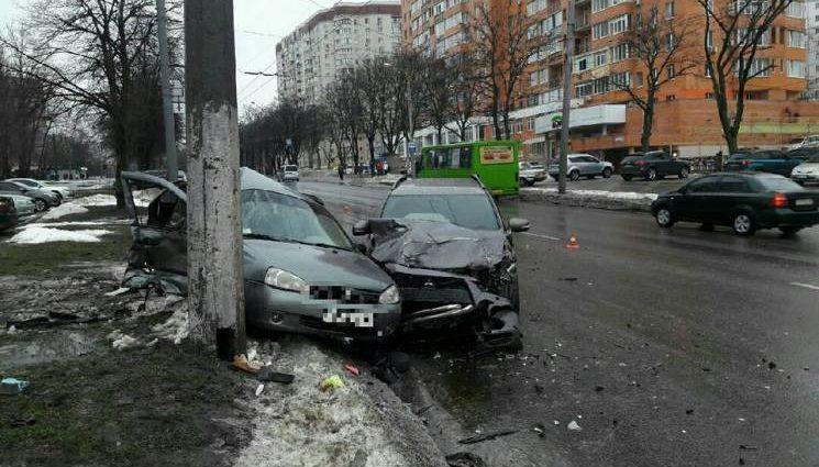 Ужасное ДТП: В Харькове столкнулись два авто, есть пострадавшие