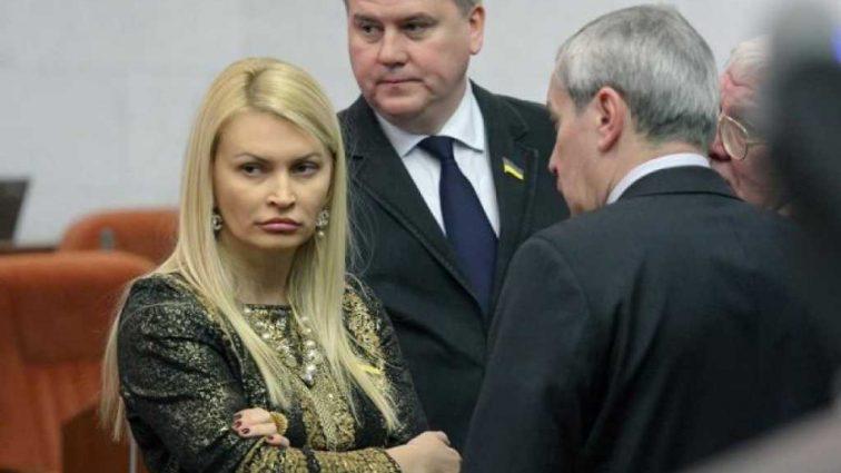 «Почувствовали себя неприкосновенными …»: Известный политик уволил свою заместительницу после ее скандальных высказываний