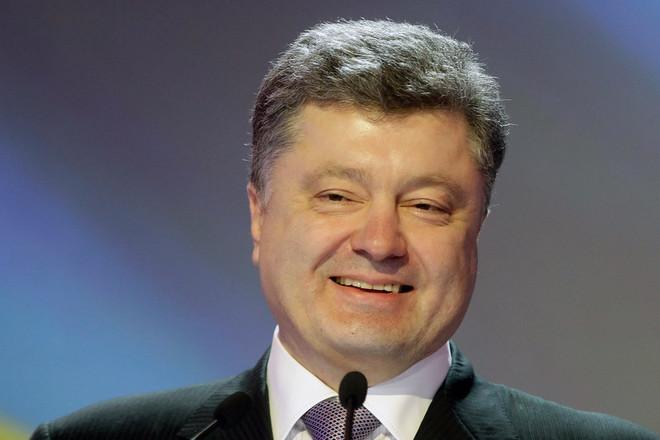 «Петя, дай конфетку!»: Только посмотрите, каким Порошенко был в детстве. Потрясающие факты о президенте