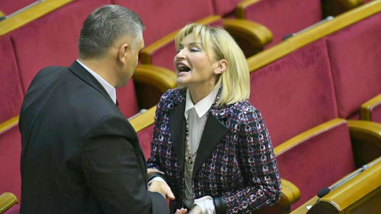 Ох, эти поцелуи в Раде: Только посмотрите, что подарил Ляшко Ирине Луценко в честь Дня рождения