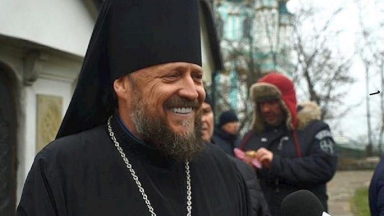 «Зависть — страшный грех»: Настоятель часовни возле Десятинной церкви «намолил» на дорогой Porsche и две квартиры в Киеве