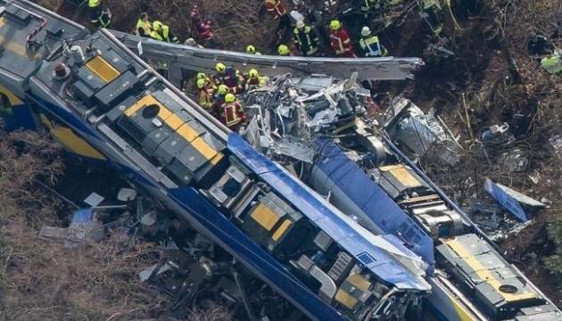 Произошло столкновение пассажирского и грузового поездов, есть погибшие