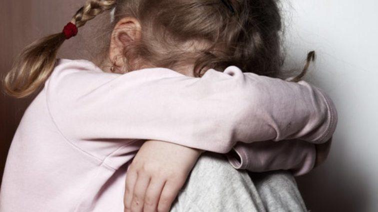 «С ребенком в извращенной форме» В Донецкой области мужчина изнасиловал 11-летнюю девочку, а когда ему помешали …