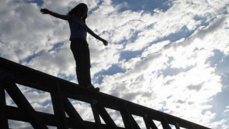 «Перекрестилась и прыгнула …»: Подробности инцидента произошедшего во Львове с молодой девушкой